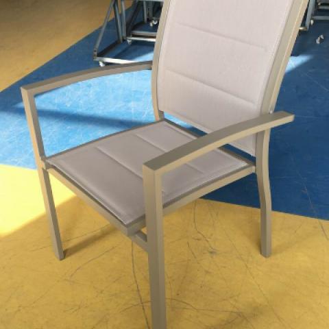 כסא אלומיניום עם שכבת ריפוד כפולה