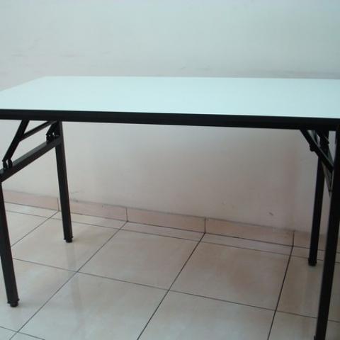 שולחן איכותי עם רגליי ברזל מתקפלים  120  + 60  בהזמנה בלבד