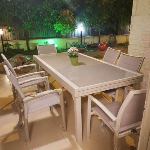 שולחן אלומיניום נפתח לגינה 100x200/320 צבע בז'/ לבן / סילבר  + 6 כסאות מרופדים